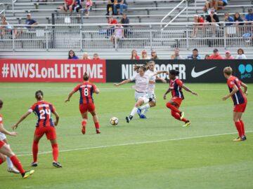 Bij geen enkele sport is de loonkloof tussen mannen en vrouwen zo groot als bij voetbal. Foto: Unsplash